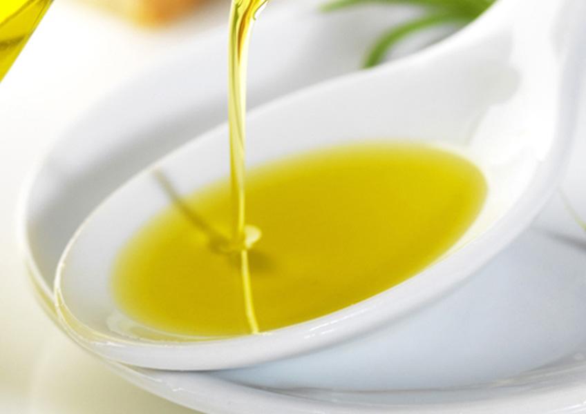 cucchiaio-olio2-news